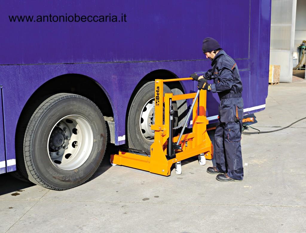 3008 030080100 3008 Beta Sollevatore e posizionatore ruote Truck singole e gemellari 2