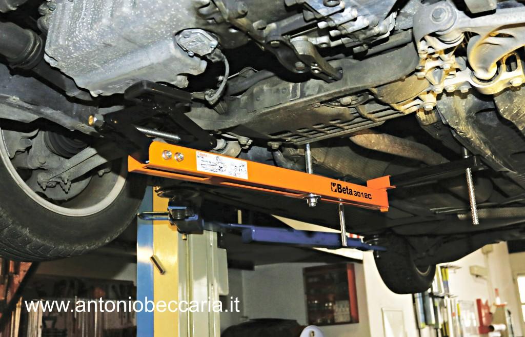 3012C 030120255 3012C Beta Staffa sostegno motore inferiore 1
