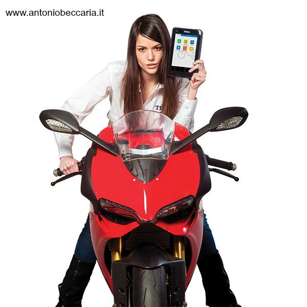 Texa Axone 4 Mini immagine donna su moto Ducati